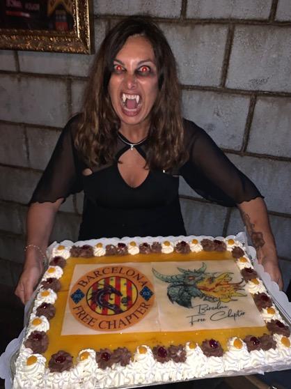 Une image contenant personne, gâteau, table, femme  Description générée automatiquement